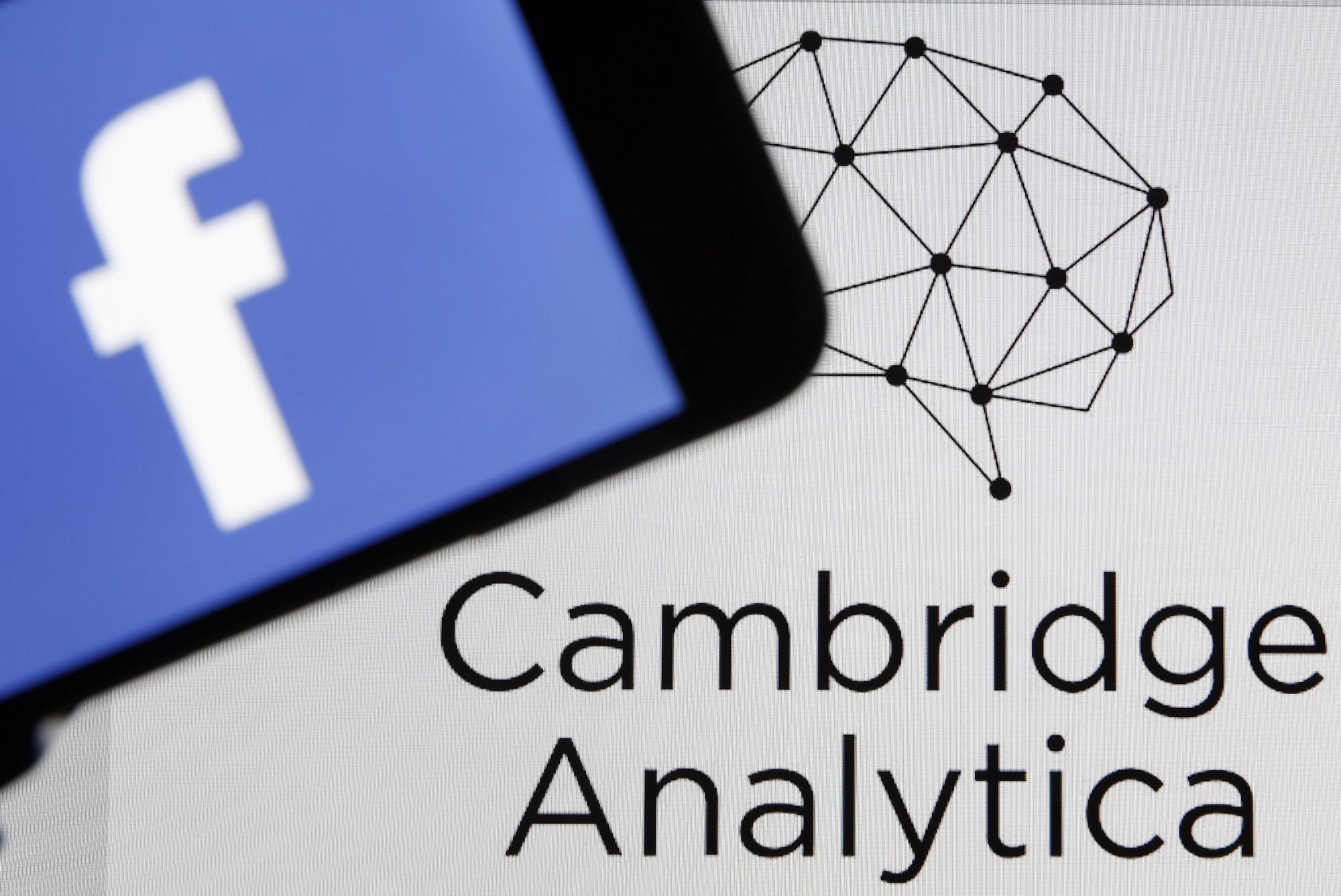 कैंब्रिज एनालिटिका बंद, फेसबुक के करोड़ों यूजर्स के अकाउंट में सेंधमारी का था आरोप