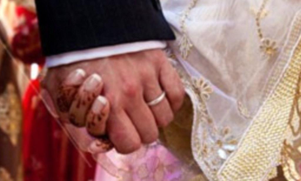पत्नी को दाढ़ी-मूंछ, पति ने मांगा तलाक, कोर्ट में याचिका खारिज