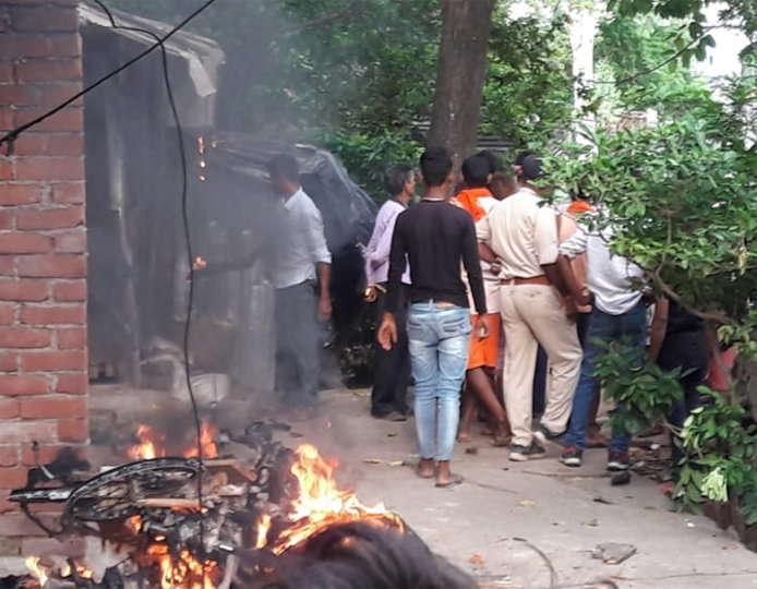 बिहार: आरा के बिहिया में भीड़ ने महिला को निर्वस्त्र कर सरेबाजार घुमाया