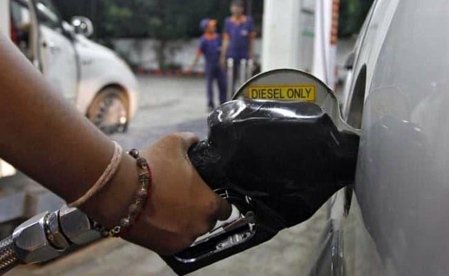 34 रुपए में पेट्रोल और 37 रुपए में डीजल विदेशों में बेच रही भारत सरकार