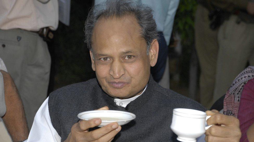 सियासत के 'जादूगर' अशोक गहलोत तीसरी बार बनेंगे राजस्थान के मुख्यमंत्री