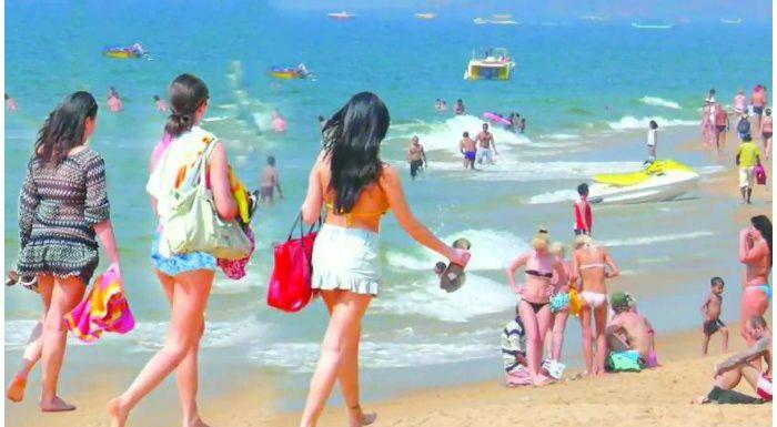 बीजेपी विधायक बोले- कुछ पर्यटक गोवा बीच पर हर लड़की को 'उपलब्ध' समझते हैं